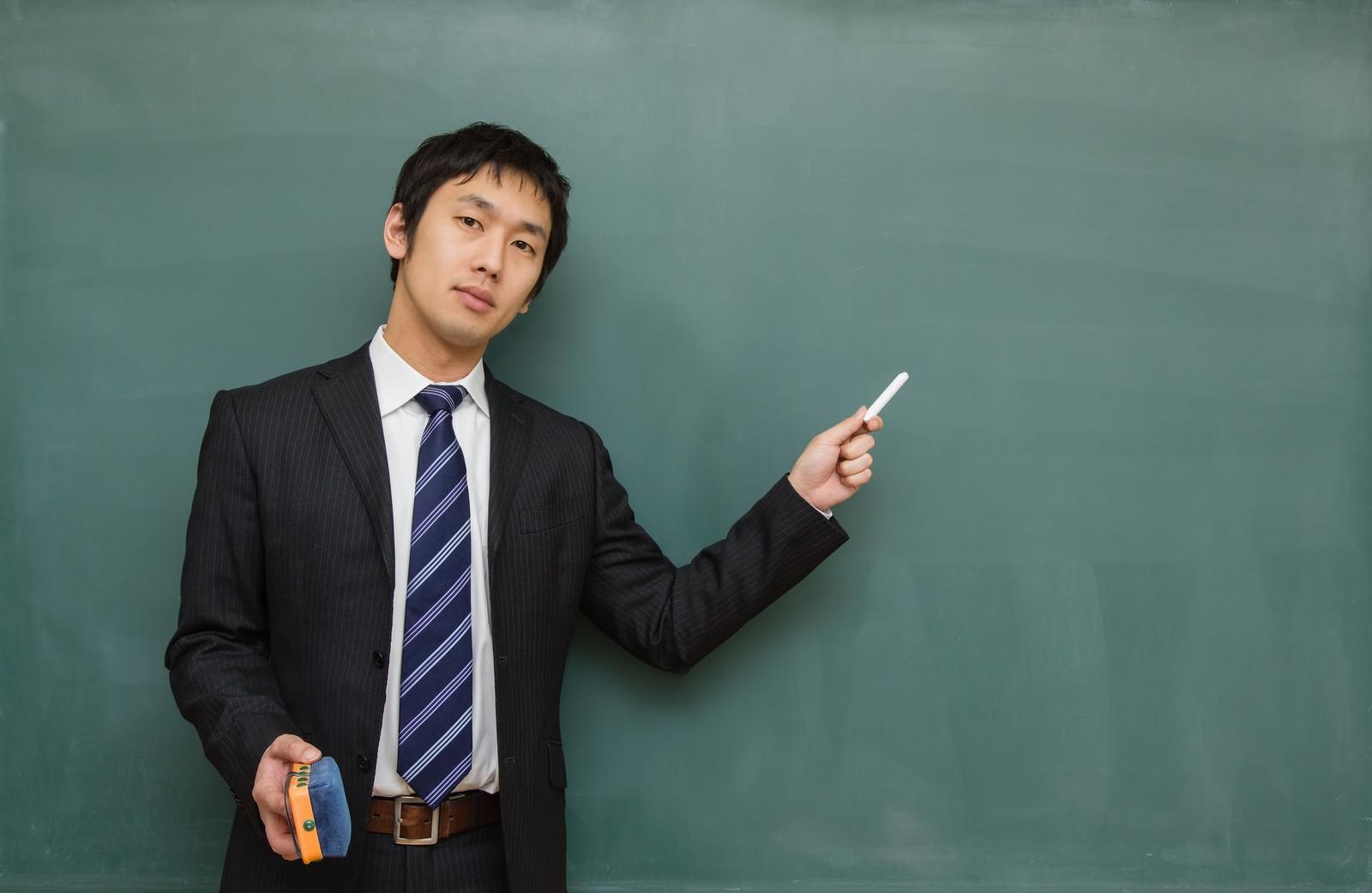 生徒に教える先生