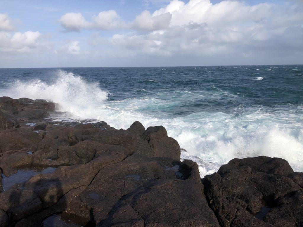 長崎地磯のヒラスズキ 激しく荒れる海