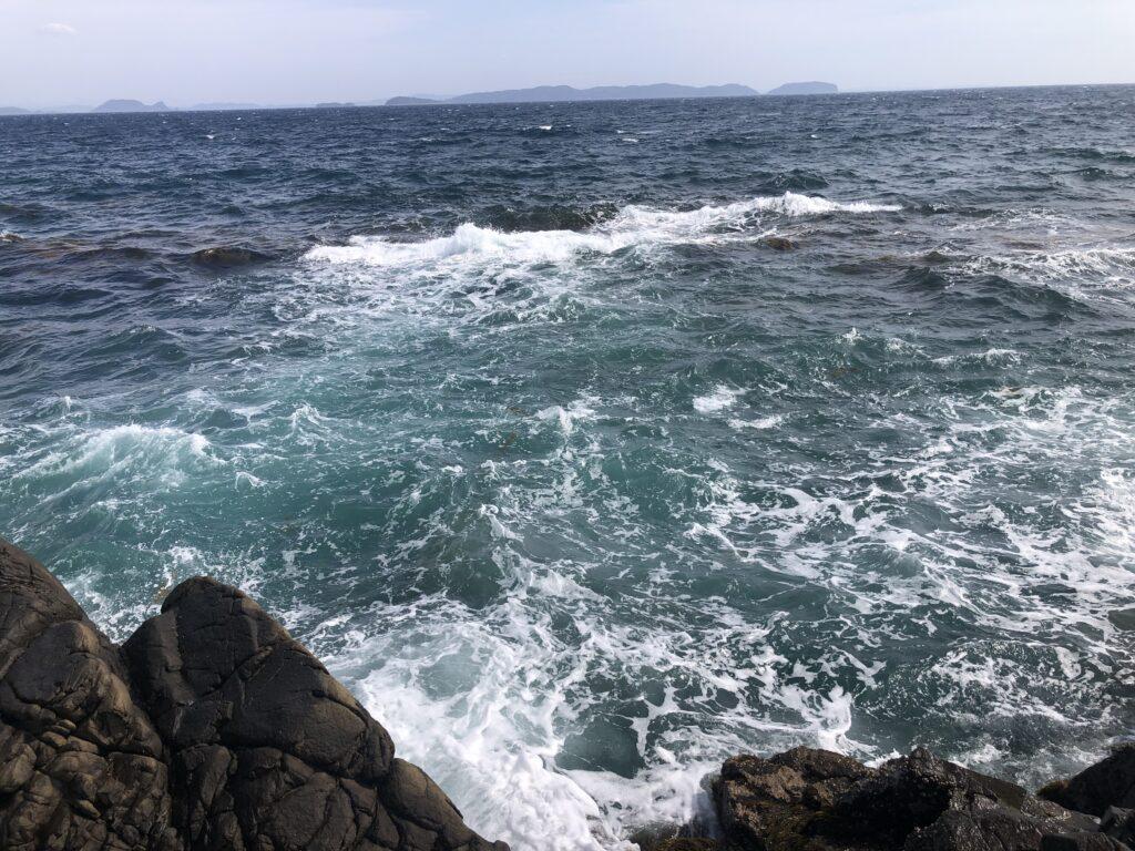 徐々に荒れだす海
